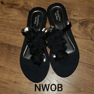 NWOB Simply Vera Wang Sandals Small 5-6
